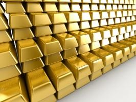 الذهب ينخفض عن أعلى مستوى له منذ عام 2011 لكن التوتر الصيني الأميركي يكبح خسائره