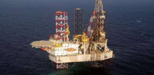 أسعار النفط تهبط إلى أدنى مستوى في أكثر من عام