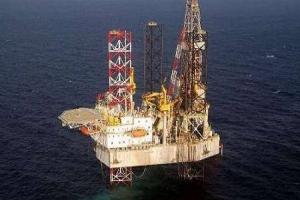 برميل النفط يتجاوز الـ 56 دولاراً