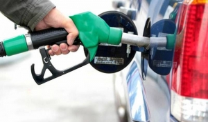 مخزونات النفط الخام الأميركي تهوي والبنزين يرتفع.