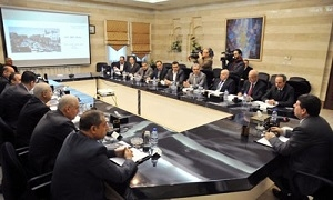 الحلقي: لجنة لمعالجة عقود قطاع  النقل
