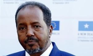الرئيس الصومالي يقول إن محافظ البنك المركزي السابق