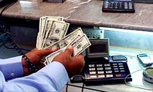 شركات الصرفة تقترح الاحتفاظ بجزء من الحولات الخارجية وبيع الدولار بـ170 ليرة