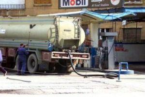 وزارة النفط تسير ثلاثة صهارج بنزين لتخفيف الازدحام على المحطات