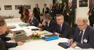 ألمانيا تعود إلى نظام المقابلات الفردية مع اللاجئين السوريين