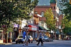 مدينة كندية تبحث عن لاجئين سوريين ليعيشوا فيها!