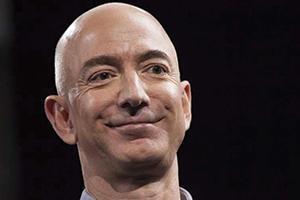 أغنى رجل في العالم.. يكسب في 2500 دولار في الثانية