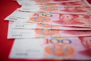 خوفاً من كورونا البنوك الصينية تعقم أوراقها النقدية