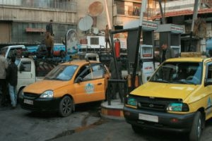 نحو مليون ليتر إستهلاك #دمشق من البنزين يومياً..والتموين تؤكد: الأزمة سببها الإشاعات!!