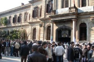 حدث في جامعة دمشق..توزيع أسئلة الإنكليزي محلولة على الطلاب وإعادة سحبها!!