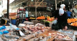 مسؤول: 2015 الأسوأ على المستهلكين..والغلاء دفع المواطن لشراء أغذية غير صالحة للاستهلاك البشري!