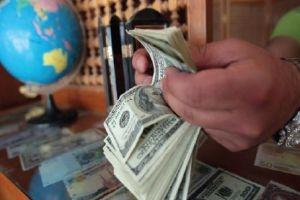 شركات الصرافة تبيع 240 مليون دولار خلال 2015.. 80% منها للتجار و20% فقط للمواطنين