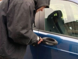 معظمها يوم الجمعة..عصابات تسرق السيارات.. واختراع جهازاً يوقف تشغيلها