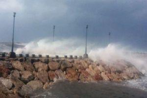 بسبب المنخفض الجوي..إغلاق ميناء طرطوس ومصب النفط في بانياس