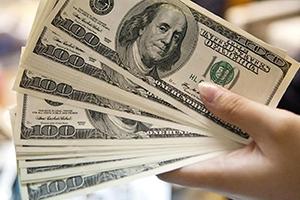 برسم حاكم المركزي: شركات و مصارف ترفض تصريف الأوراق النقدية الأجنبية للمواطنين.. والسبب!!