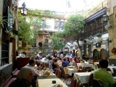 مسؤول:مطاعم راقية في دمشق تحتال وتخفي حجم عملها الحقيقي