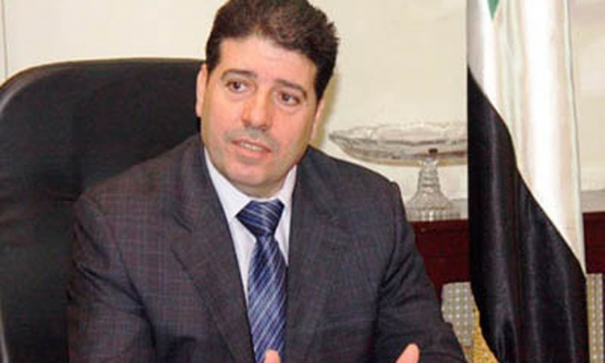 وزير الصحة يتسلم تجهيزات وسيارات اسعاف من إيران