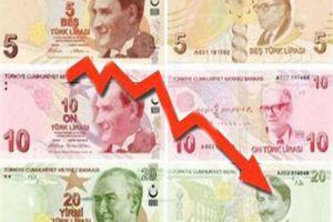 العملة التركية تهوي إلى مستوى قياسي