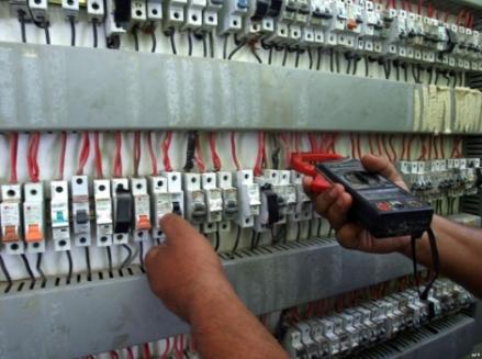 حلب.. كيف لتجار الأمبيرات أن يسمحوا للكهرباء أن تأتي؟!!