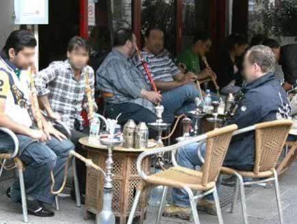 بإنتظار الموافقة .. لائحة أسعار الأراكيل والسندويش الجديدة في دمشق
