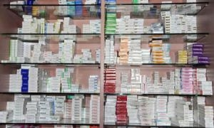 الصحة تنفي وجود احتكار للأدوية وتقول: يوجد نقص بـ200 صنف دوائي فقط!
