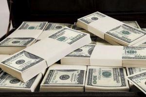 بعد 6 سنوات.. المركزي يطالب التجار بوثائق تبرر شراءهم الدولار