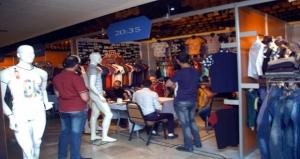 المشاركون في معرض موداتكس اللاذقية يطالبون وزارة الاقتصاد بمنحهم إجازات استيراد للألبسة إن قررت فتح باب الاستيراد