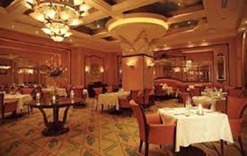 تأهيل 4 فنادق من اصل 250.. كريشاتي: 90% من المنشآت السياحية في ريف دمشق خرجت من الخدمة