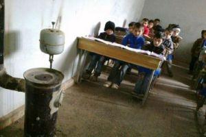 بسبب البرد..الأهالي يمتنعون عن إرسال أبنائهم إلى المدارس في حماة!