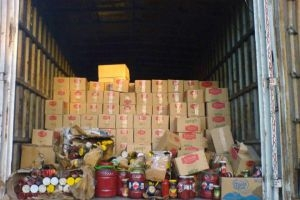 جمارك حمص تصادر 16300 عبوة غذائية مهربة ومنتهية الصلاحية