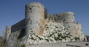وزير السياحة: قلعة الحصن بدأت باستقبال السياح