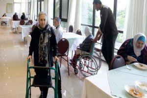 زيادة عدد المسنين الذين تتركهم عائلاتهم في دور المسنين