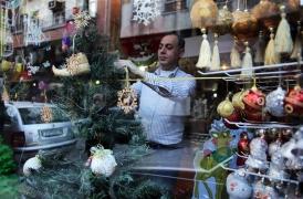 ركود في الأسواق خلال موسم الأعياد..وتكلفة شجرة عيد الميلاد تصل لـ 50 ألف ليرة