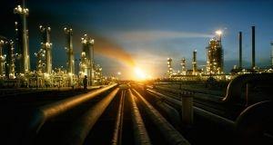 أسعار النفط تقفز 2% عقب توتر العلاقات السعودية الإيرانية