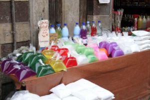 في أسواق سورية..منظفات مخالفة تعبأ بعبوات بلاستيكية فارغة من دون مواصفات!