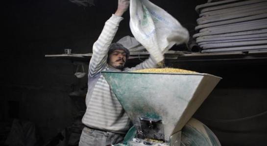 مسؤول رسمي يؤكد: 400 ألف عامل في سورية يتقاضون رواتبهم من دون عمل!!
