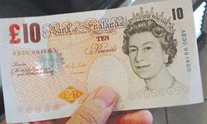 الإسترليني يسجل أعلى مستوى في أسبوعين أمام الدولار