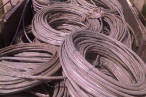 كميات كبيرة من الكابلات الكهربائية يتم تزويرها  في حلب!