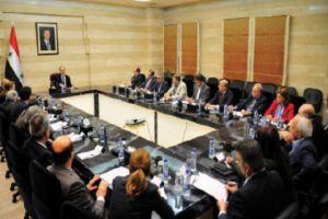 رئيس الحكومة لتجار دمشق: وضع قائمة بالمواد المهربة لدراسة إمكانية السماح باستيرادها