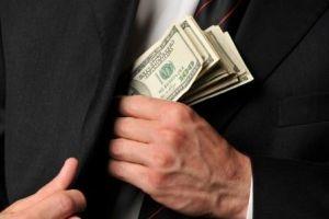 جابٍ بالمالية أختلس من أموال الإيصالات وحولها إلى دولارات!