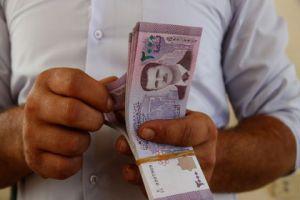 تراجع تاريخي لليرة السورية أمام الدولار..ومطالبات للجهات النقدية بالإيضاح