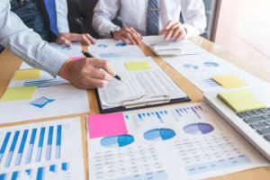 باحث اقتصادي: جذب الأموال والمستثمرين من الخارج يحتاج لبيئة تشريعية شفافة