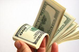 أستاذ جامعي: موظف في أحد البنوك الخاصة في سورية راتبه 40 ألف دولار!