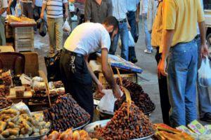 في أسواق دمشق..لحوم فاسدة في مخازن سرية ونتر الفروج لصناعة النقانق