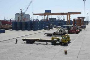 اللجنة الاقتصادية في دمشق تدعو لتحويل الحاويات التي يفوق عددها 5 آلاف إلى الأمانات الجمركية