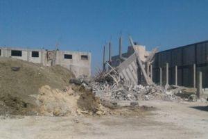 إنقاذ 4 مواطنين من تحت الأنقاض..انهيار بناء قيد الإنشاء في المنطقة الصناعية باللاذقية