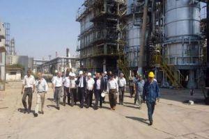 وزير النفط يوجه بتشديد الرقابة على محطات الوقود وضبط التوزيع