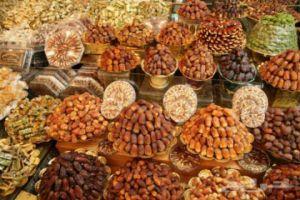 مديرية الشؤون الصحية بدمشق تمنع بيع التمور (الفرط) في الأسواق