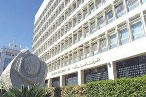 إعلامي لبناني: لبنان بحسب كل مسؤوليه قاب قوسين من الإفلاس والإنهيار