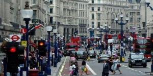 ثقة المستهلكين البريطانيين تهبط بأسرع وتيرة في 22 عاماً